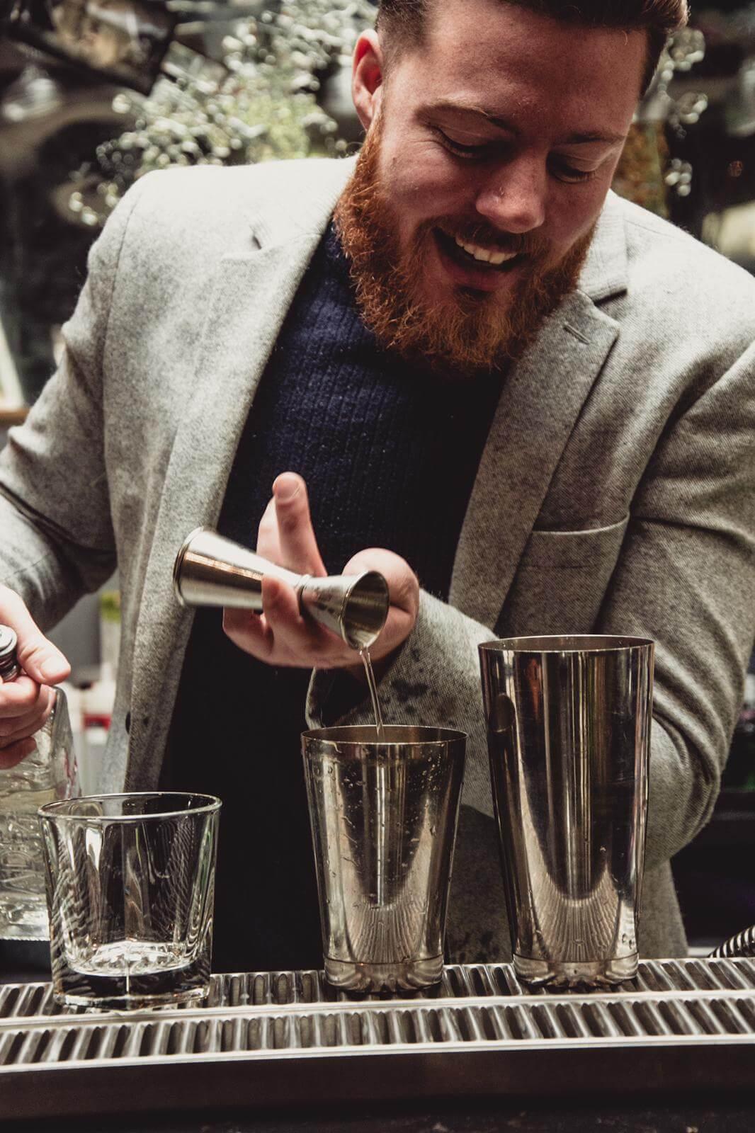 cocktail_making_bar