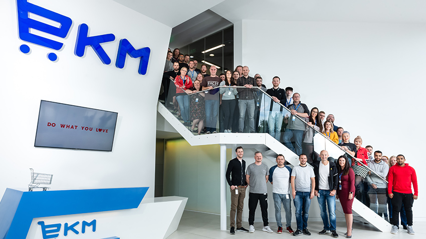 80 EKM team members within the reception of the EKM office